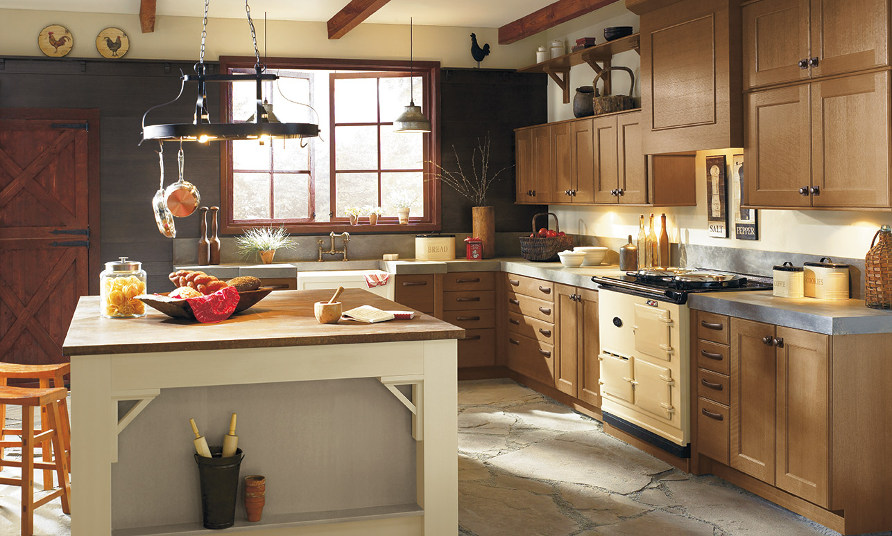 Rustic kitchen with Berkeley Quartersawn Oak kitchen cabinets