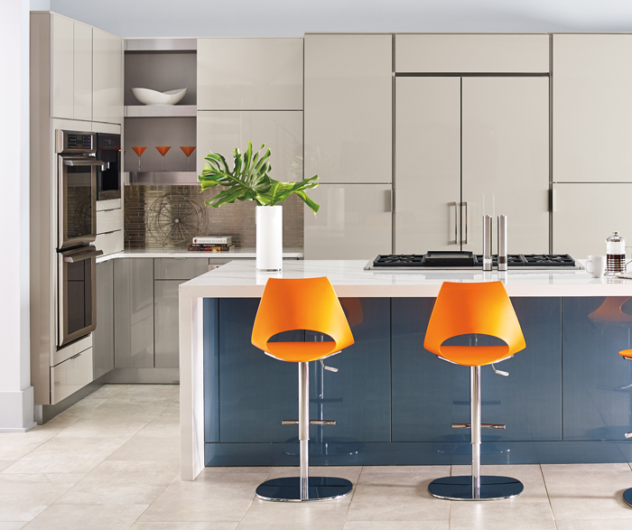 Contemporary Kitchen in Acrylic Gloss Cabinets